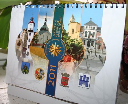 Aktuality - Partnerská města vydala kalendář na rok 2011