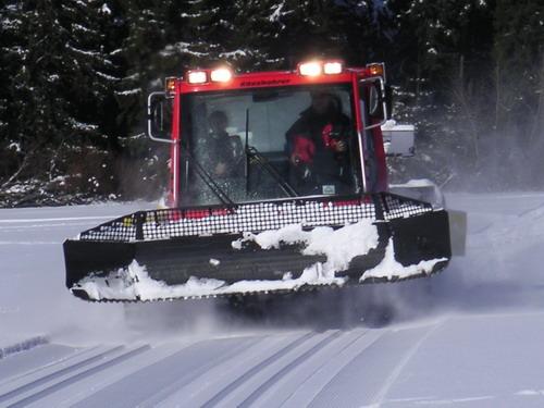 Aktuality - Sněžení a vítr ustávají, začne se s projížděním běžkařských tras